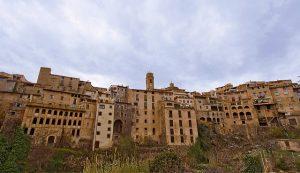 Hoge huizen in Vilella Baixa